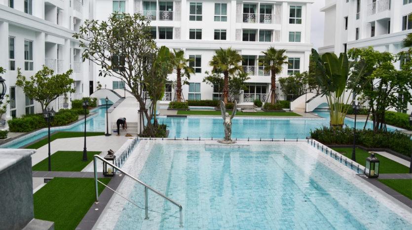 бассейн в The Orient Resort Spa